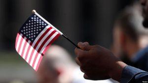 EEUU: Costos de obtener la ciudadanía casi se duplicarán en 2020