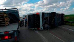 Jefe de CONATRA lamenta accidente; dice buses son nuevos y seguros