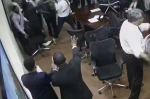 """Colegio de Abogados RD somete a """"turba"""" que causó daños en local"""