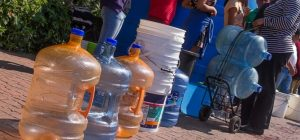 SAN CRISTOBAL: Dicen cientos personas  no reciben agua hace 7 días