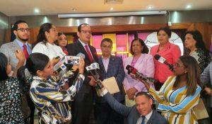 FJT presenta a diputados propuesta para criminalizar el feminicidio