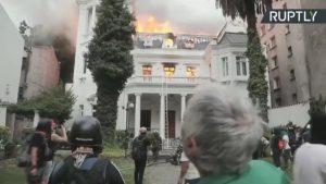 CHILE: Fuego consume importante universidad en medio de protestas