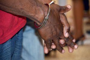 20 años de prisión para haitianos que quemaron genitales a niña de 5 años