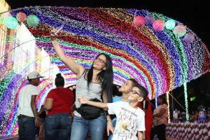 Gran afluencia de visitantes a Casita de Santa y árbol Navidad en Alcaldía