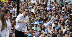 Guaidó llama a «insistir» hasta que militares den la espalda a Maduro