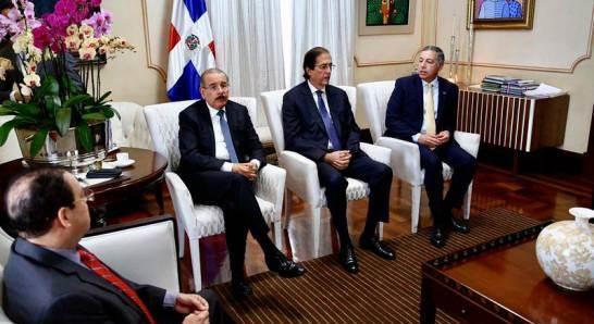 El Presidente Medina se reunió con funcionarios del sector eléctrico