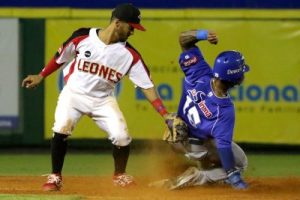 Leones y Toros dominan beisbol; Licey y Gigantes empates en tercero