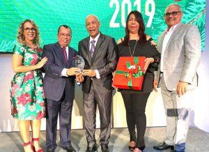Señales TV reconoce trayectoria del locutor y escritor Carlos T. Martínez