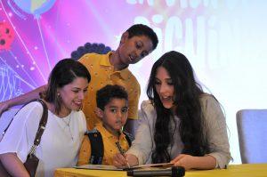 """Amelia Vega firmó su libro infantil:""""Un día en la vida de Pichín"""""""