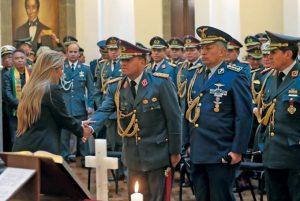 BOLIVIA: Áñez remueve alto mando militar y llama cobarde a Morales