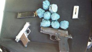 Ocupan armas y drogas durante requisas en barrios periféricos