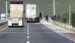 MEXICO: Tres muertos y nueve heridos en asaltos a 16 camiones