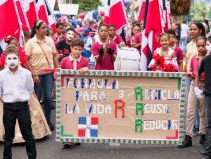 Estudiantes participan en Festival Deportivo de Salcedo