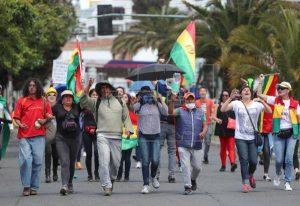 Marchan por los fallecidos en las protestas  Día de Todos los Santos