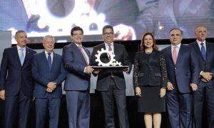 AIRD otorga a Brugal primer Galardón Nacional a la Industria Dominicana