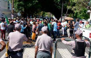 Grupo campesinos El Seibo vuelve a manifestarse frente Palacio Nacional
