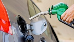 El Gobierno vuelve a aumentar los precios de las gasolinas y del GLP