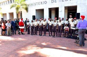 Minerd y Congreso reciben la Navidad con bandas de música