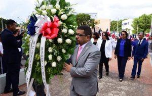 SAN CRISTOBAL: Diputados depositan ofrenda floral por día de la Constitución