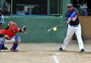 Arranca Torneo de Softbol en la categoría master