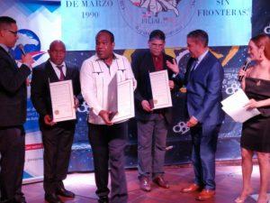 Congresista Adriano Espaillat reconoce tres reporteros gráficos