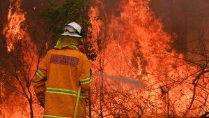 AUSTRALIA: Al menos 3 muertos en incendios forestales arrasan a Gales