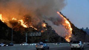 EE.UU: Nuevo incendio amenaza el sur de California