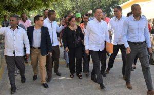 Ministro de Educación ordena remozar liceo de Villa González