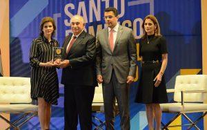 Alcaldía del DN otorga Medalla de Honor al presidente del Grupo Martí