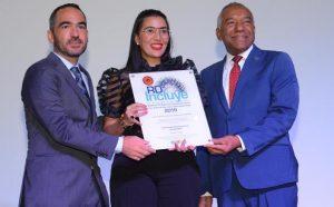 "Ministerio Industria y Comercio recibe premio ""RD Incluye 2019"""