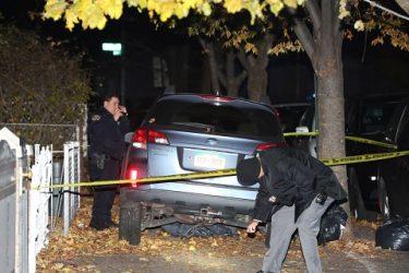 Adolescente roba vehículo con dos niños y se estrella contra árbol