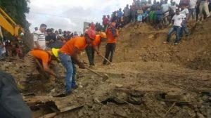 Muere hombre aplastado por una pared que se derrumbó por lluvia