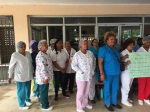 Trabajadores sector Salud paralizan labores en reclamo aumento salarial