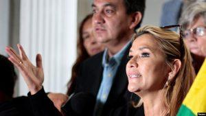 BOLIVIA: Senadora Jeanine Áñez asume la presidencia de la República