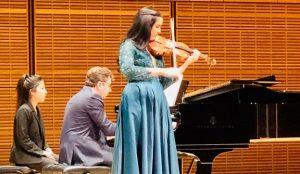 NUEVA YORK: Violinista Aisha Syed vuelve a brillar en el Carnegie Hall