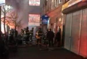 Una persona muerta y otras siete heridas deja incendio en Brooklyn