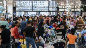 VENEZUELA: Hacen largas filas para comprar con bono en criptomoneda