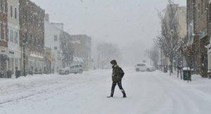 Gobernador NY advierte sobre accidentes viales por la nieve