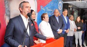 Abinader resalta labor periodistas en transmitir aportes de políticos