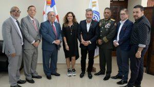 Gobierno juramenta como dominicano a Ricardo Montaner