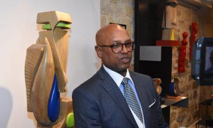 EGIPTO: Escultor dominicano Juan Trinidad esculpe corazón por la paz