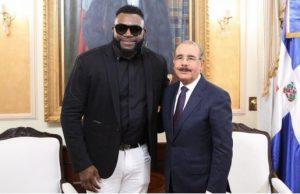 Expelotero David Ortiz visita al presidente Medina en el Palacio