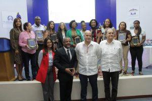 Vicepresidencia premia a los ganadores Concurso Artesanía