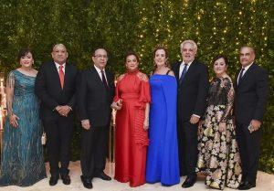 Gobernador Banco Central y esposa ofrecen cena de gala a miembros JM