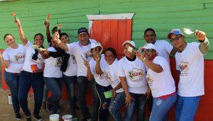 MONTECRISTI: DGDF y jóvenes de la frontera pintan casas de familias pobres
