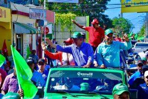 Leonel y Rodríguez Pimentel encabezan caravana en Montecristi