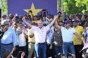 Gonzalo encabeza marcha y juramenta candidatos