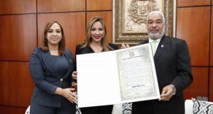 La arqueóloga Kathleen Martínez es reconocida por la Cámara de Diputados