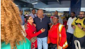 Johnny Ventura visita el Mercado de Villa Consuelo