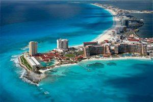 Buscan empresa garantice mantener playas Cancún libres de sargazo